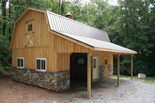 Two stable with carriage shed 8' Lean-to